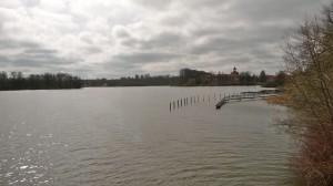 Großer Eutiner See mit Schloss weit weg