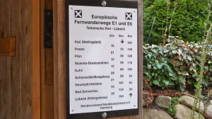 Fernwanderweg Infotafel an Schutzhütte