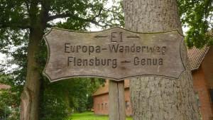 Historischer E1 Wegweiser