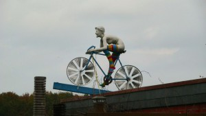Nackte Radlerin