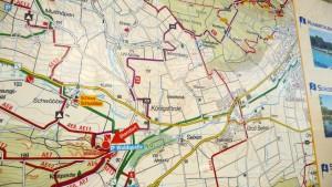 Karte an der Waldquelle. Der E1 folgt dem X9