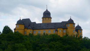 Schloss Montabaur von nahem, gleich sind wir da!