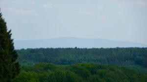 Da hinten, das ist der Hohe Feldberg im Taunus!
